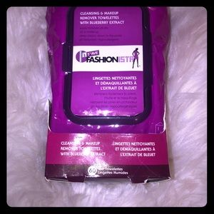 Other - 💄 Makeup remover w/ blueberry extract